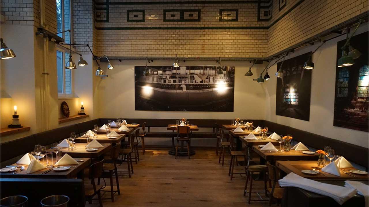Restaurant eins44 Berlin - Teller Tisch Tasse